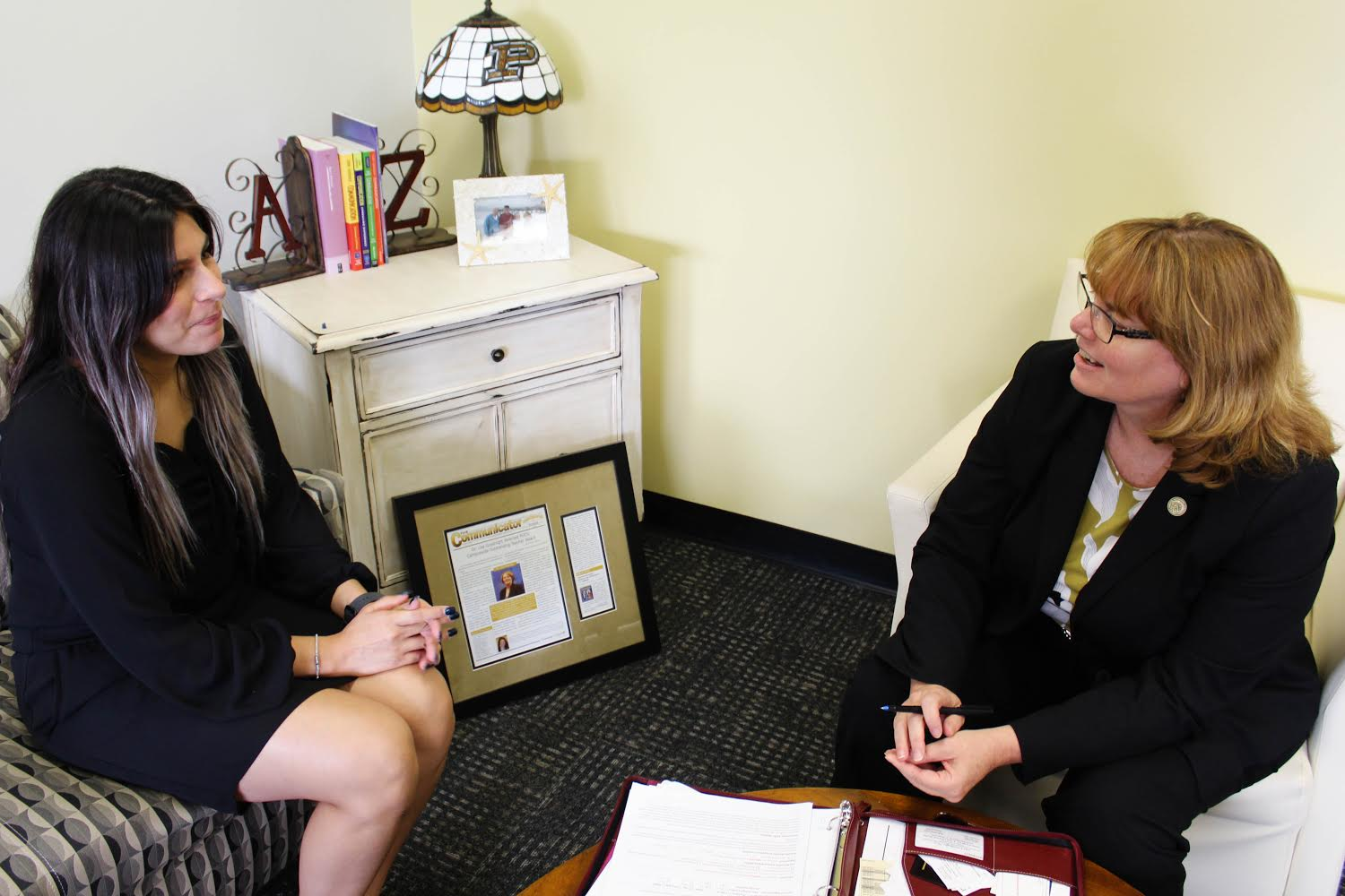 Lisa Goodnight (right), interim vice chancellor for institutional advancement, discusses how to help students with Alexa Inguez (left), senior psychology major.